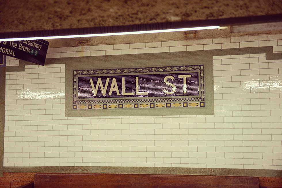 WALL ST駅