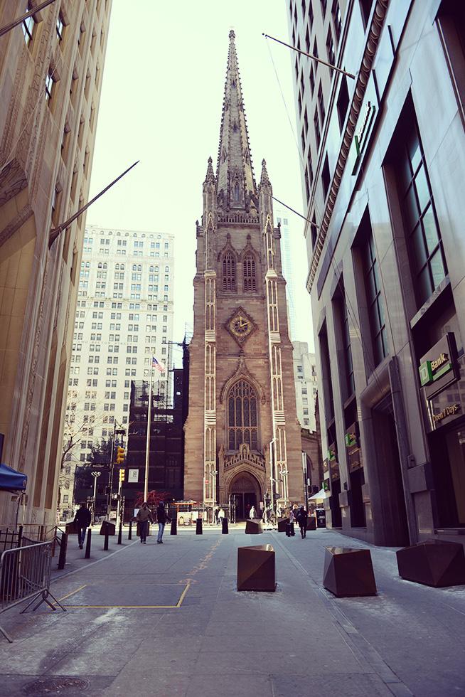 ウォール街から見たトリニティ教会