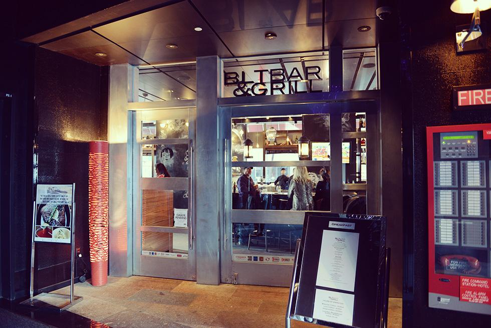 BLT Bar & Grillの入口