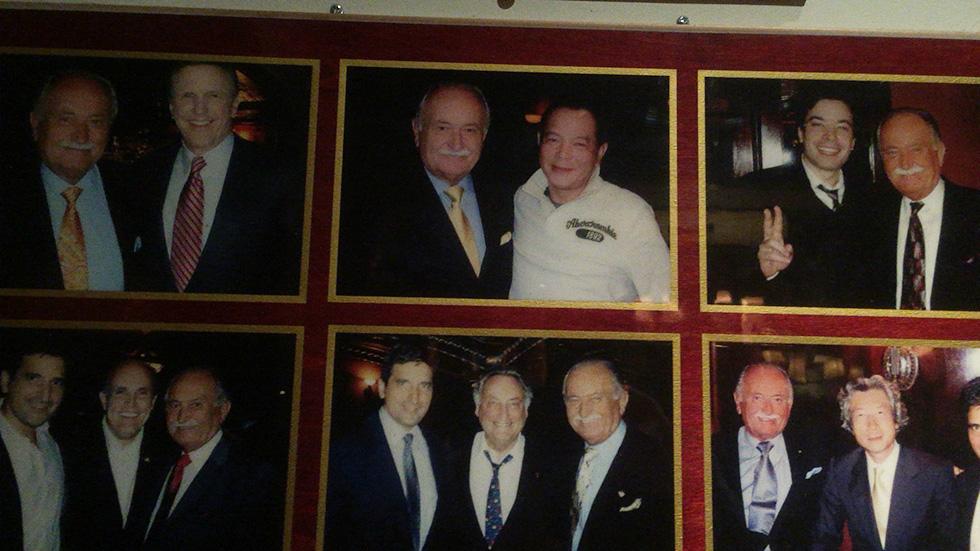 オーナーと著名人との写真