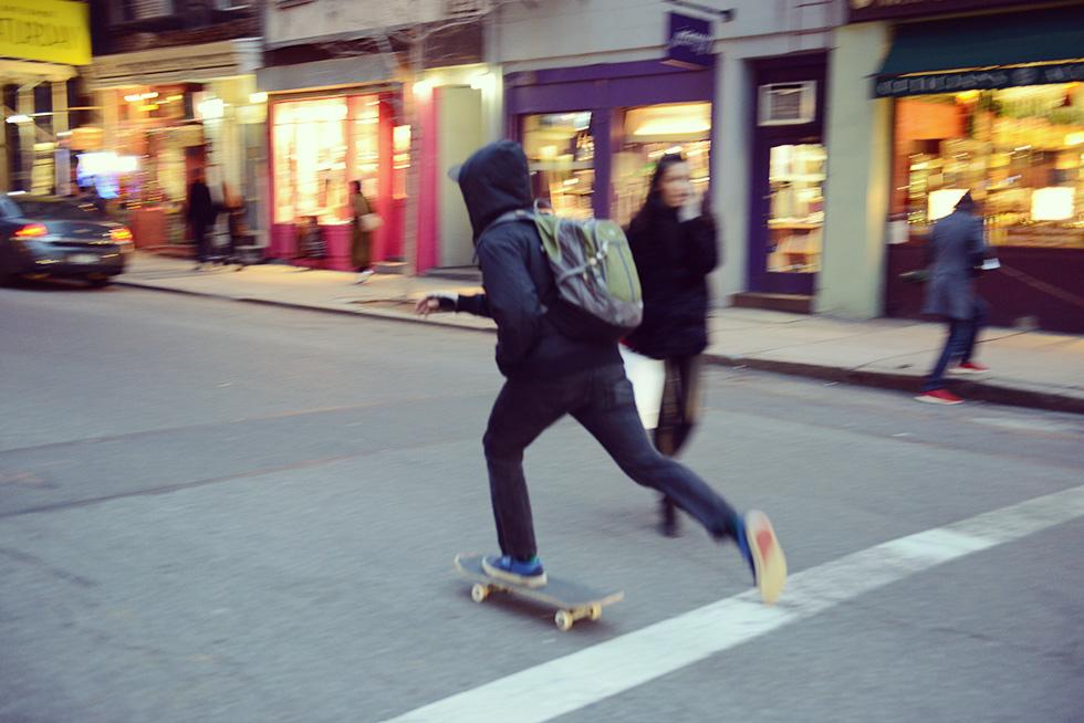 ソーホー(SOHO)の街を走るスケーター