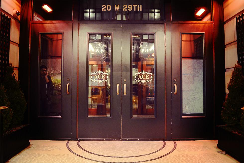 エースホテルの入口