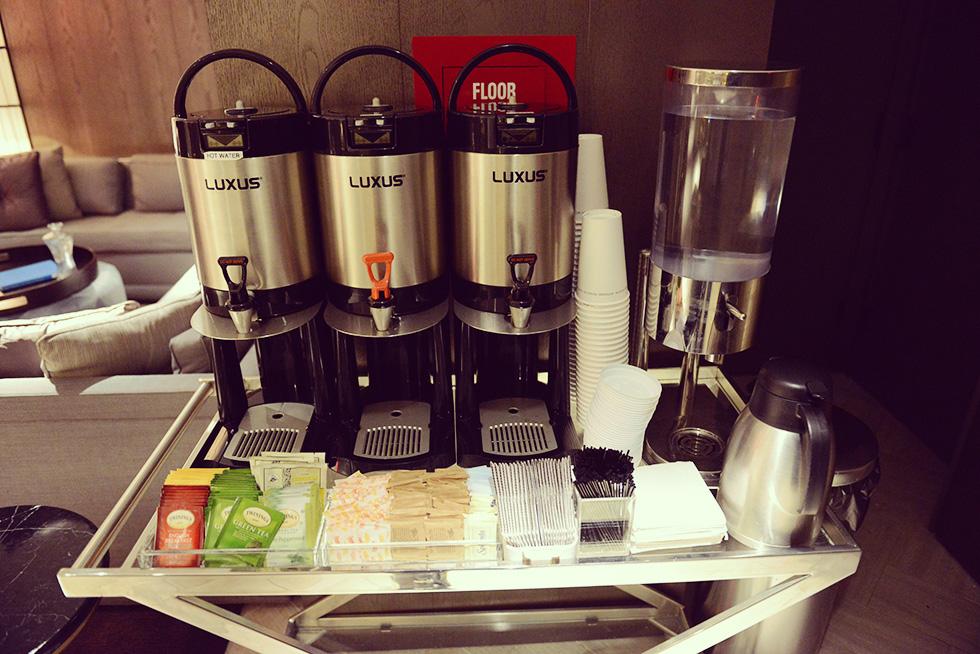 コーヒー、デカフェ、紅茶、