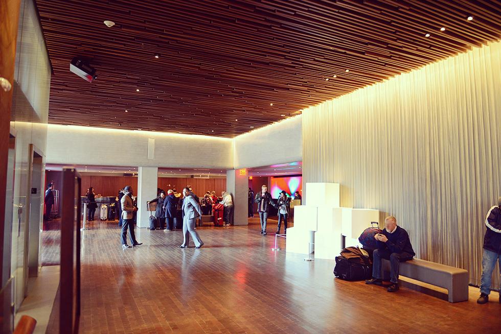 Row NYC ホテル 2F