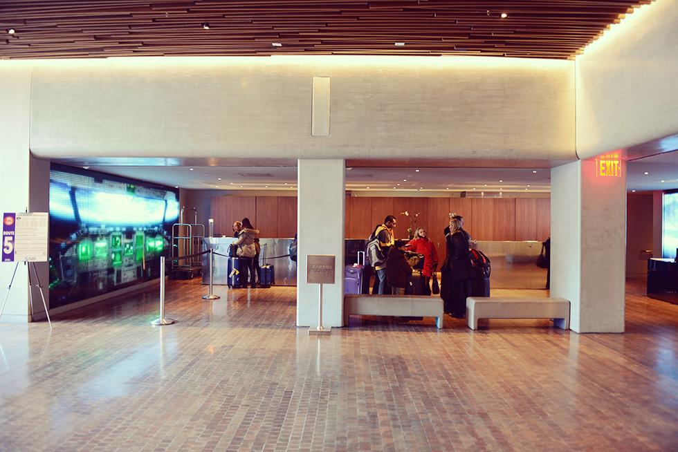 Row NYC ホテル 受付
