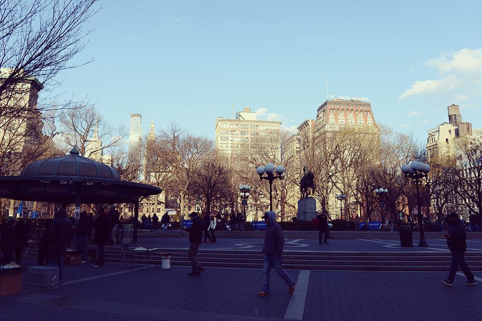 ユニオン・スクエア・パークから見えるWホテル