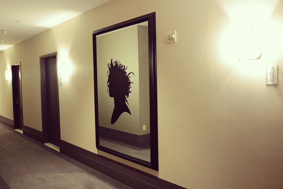 鏡とシルエットステッカー