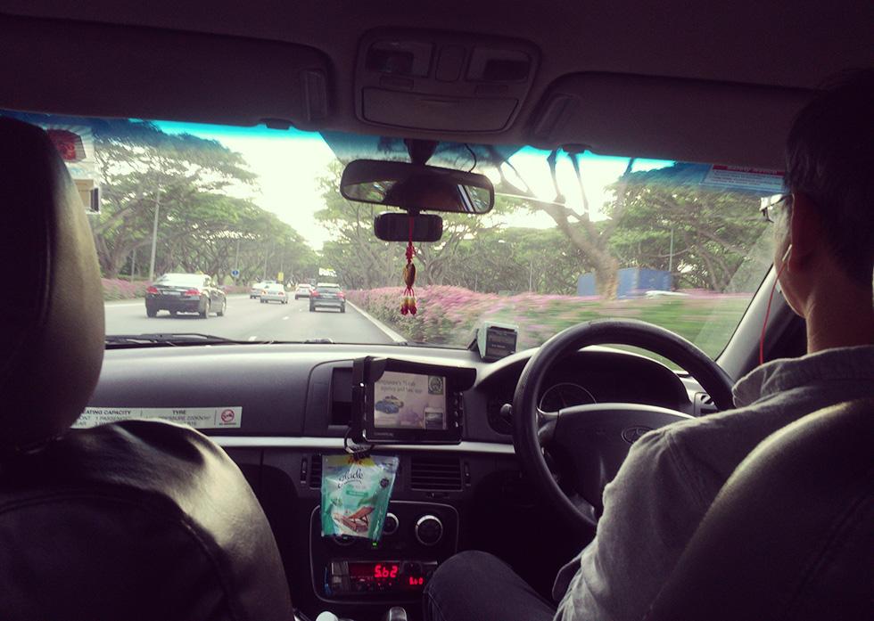 タクシーに乗車