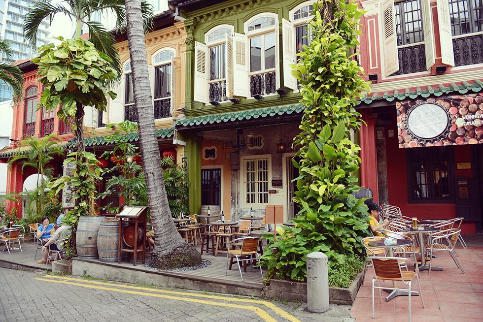 隠れ家的なカフェ