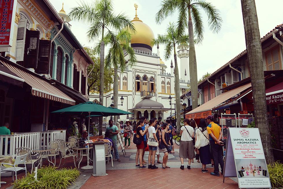 サルタン・モスクとブッソーラ・ストリート