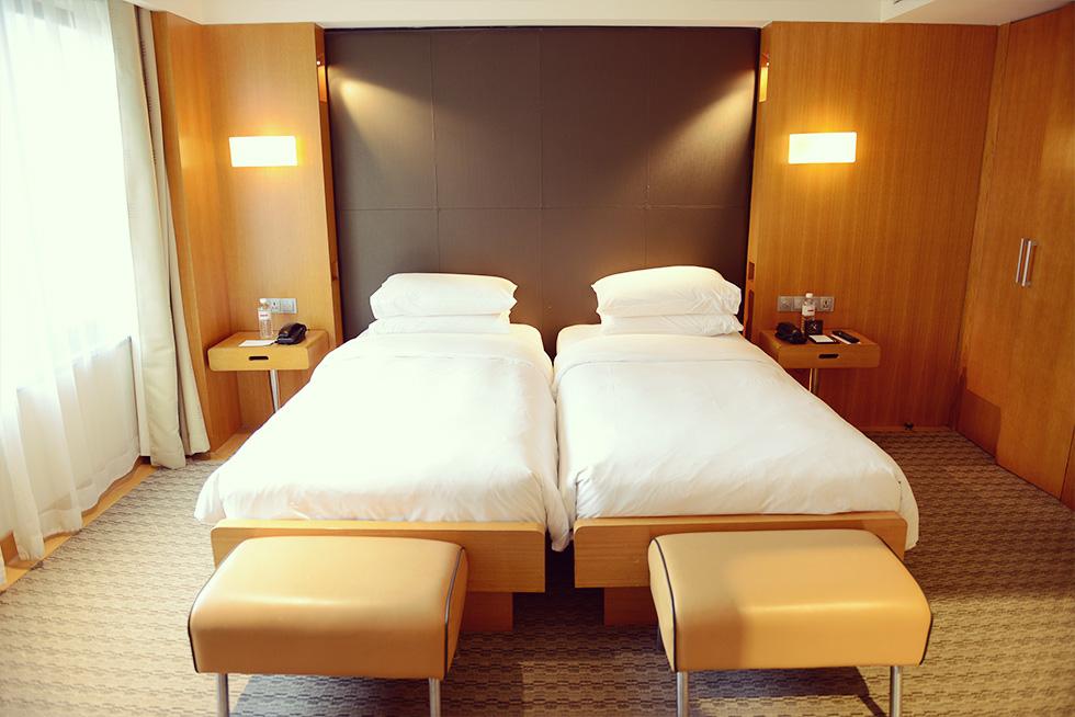 デラックス ツインルーム シングルサイズベッド 2 台