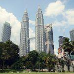 圧倒的存在感を放つペトロナスツインタワーは2020年に先進国の仲間入りを目指すマレーシアの野心の現れ